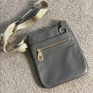 💕Michael kors gray soft leather crossbody bag 💕